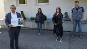Mitarbeiter spenden in Corona-Zeiten für Familien in Not